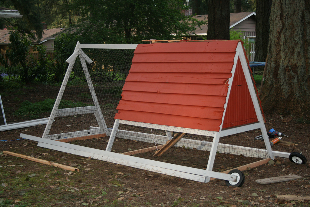 4 benefits of a portable chicken coop for Portable coop